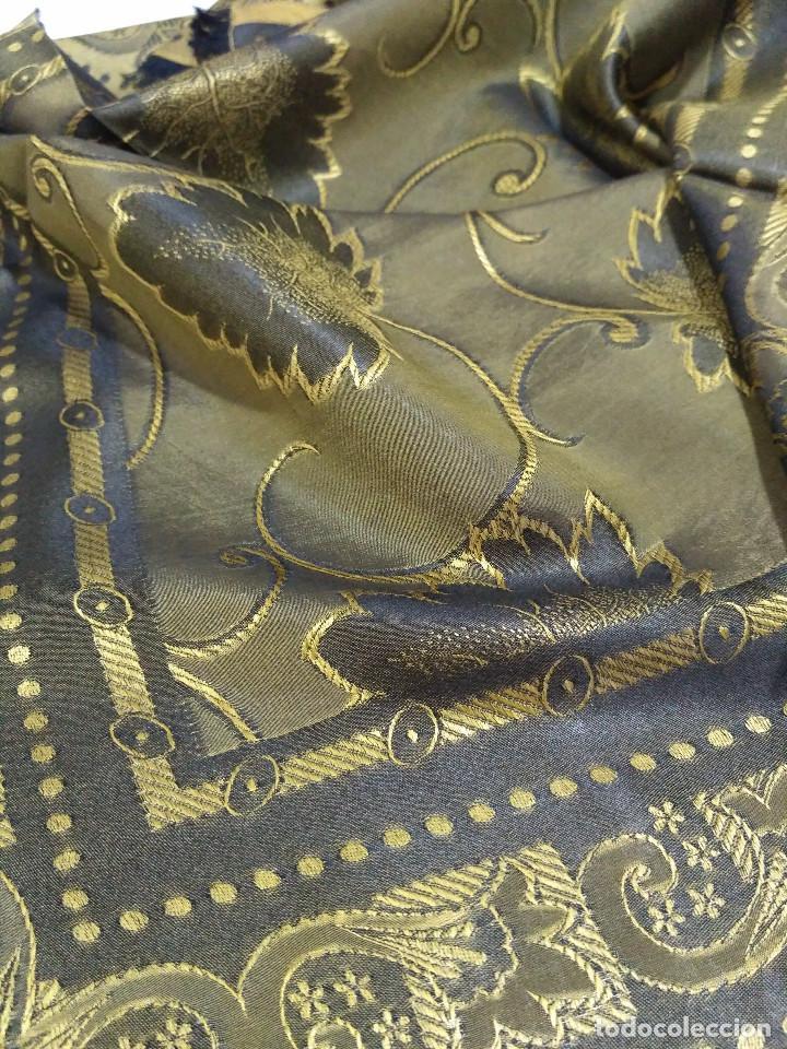 Antigüedades: Pañuelo de seda adamascado. Indumentaria tradicional. - Foto 9 - 86998988
