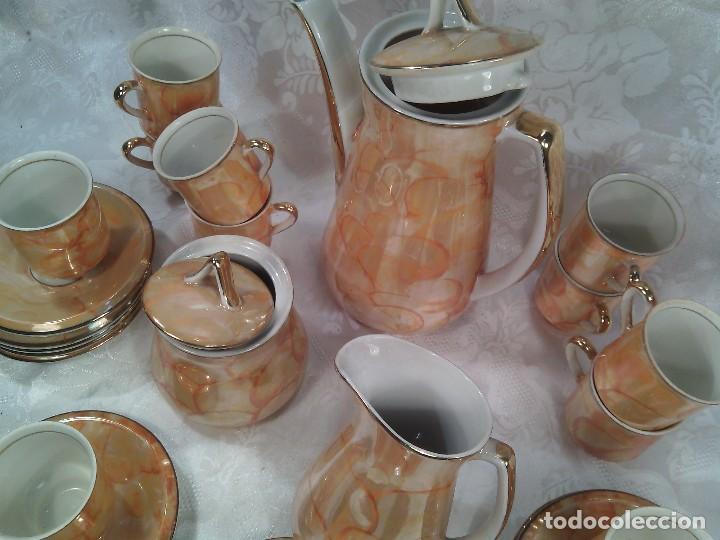 Antigüedades: JUEGO DE CAFÉ DE DOCE SERVICIOS EN PORCELANA IRISADA Y ORO FINO. PERIODO ART DECÓ. CENTROEUROPA. - Foto 3 - 87003736