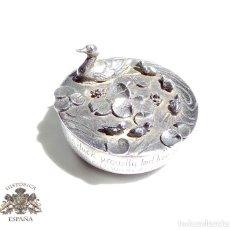 Antigüedades: PRECIOSA CAJITA PATA Y PATITOS EN LAGO METAL CHAPADO EN PLATA TRABAJO DE ARTESANIA 4,5 CM DIAMETRO. Lote 87011500