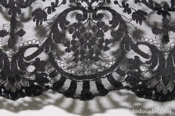 Antigüedades: GRAN MANTILLA NEGRA - BORDADO SEMIMANUAL SOBRE TUL - Foto 5 - 87014944