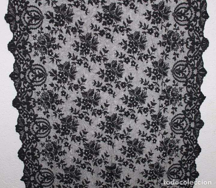 Antigüedades: GRAN MANTILLA NEGRA - BORDADO SEMIMANUAL SOBRE TUL - Foto 3 - 87015212