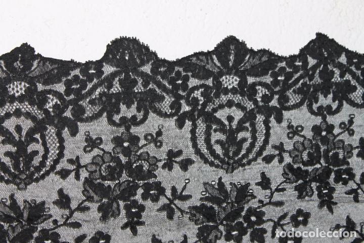 Antigüedades: GRAN MANTILLA NEGRA - BORDADO SEMIMANUAL SOBRE TUL - Foto 7 - 87015212