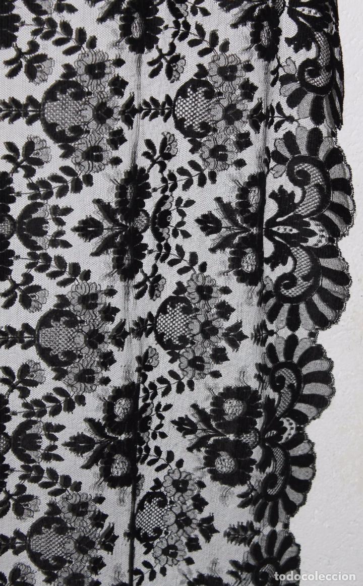 Antigüedades: GRAN MANTILLA NEGRA - BORDADO SEMIMANUAL SOBRE TUL - Foto 9 - 87015328