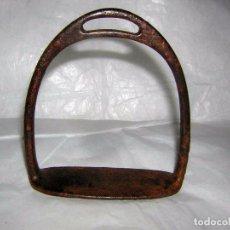 Antigüedades: ESTRIBO ANTIGUO PARA MONTAR, DE FORJA TAMAÑO PEQUEÑO. Lote 87027636