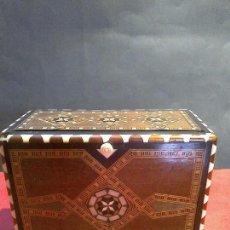 Antigüedades: ANTIGUA CAJA CIGARRERA CON MARQUETERÍA. Lote 87074712