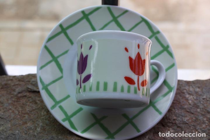 TAZA DE CAFE CON MOTIVOS FLORALES (Antigüedades - Porcelanas y Cerámicas - Otras)