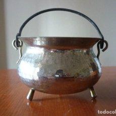 Antigüedades: PEQUEÑA OLLA CON PATAS - LATÓN Y COBRE - 8 CM. DE ALTO . Lote 87122436