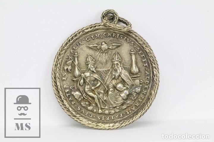 MEDALLA RELIGIOSA - ESPÍRITU SANTO / ESPIRITU SANCTUM - MEDIADOS SIGLO XX - DIÁMETRO 45 MM (Antigüedades - Religiosas - Medallas Antiguas)