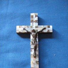 Antigüedades: CRUCIFIJO DE MADERA Y NACAR - CRUZ DE JERUSALEN - 13X7 CM APROX. Lote 87164716