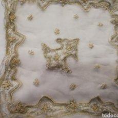 Antigüedades: ANTIGUO TAPETE DE SEDA BORDADO ORO Y PLATA. Lote 87170883