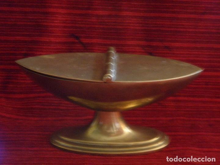 ANTIGUA NAVETA EN METAL (Antigüedades - Religiosas - Artículos Religiosos para Liturgias Antiguas)
