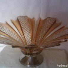 Antigüedades: SOBERBIO CENTRO DE MESA CRISTAL CHECO FACETADO, BONITA COMBINACION CROMATICA AMBAR, 39CM. DIAMETRO. Lote 87211196