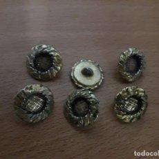 Antigüedades: LOTE ANTIGUOS BOTONES VARIADOS VER TODOS ROPA MILITAR UNIFORMES MILITARES MARINA DESCONOZCO BOTON. Lote 87268772