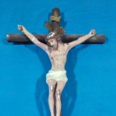 Antigüedades: ANTIGUO CRUCIFIJO DE MADERA TALLADO EN ESCAYOLA. Lote 87374471
