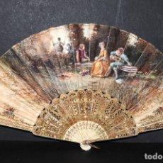 Antigüedades: ABANICO EN VARILLAJE DE HUESO, PAPEL, ESCENA ROMÁNTICA. PINTADO A MANO FIRMADO A.PAU (SIGLO XIX). Lote 87414552