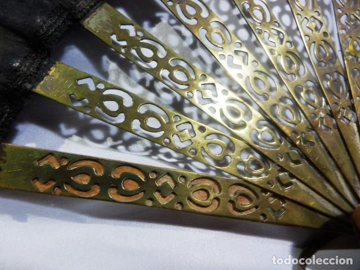 Antigüedades: Muy original abanico ca 1900 en madera, varillaje latón y país de seda - 23cms - Foto 6 - 87459628