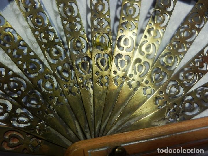 Antigüedades: Muy original abanico ca 1900 en madera, varillaje latón y país de seda - 23cms - Foto 7 - 87459628