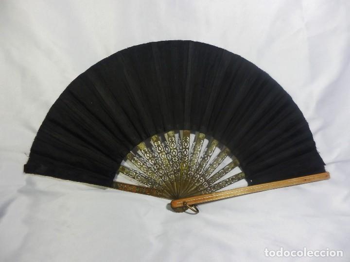 Antigüedades: Muy original abanico ca 1900 en madera, varillaje latón y país de seda - 23cms - Foto 8 - 87459628
