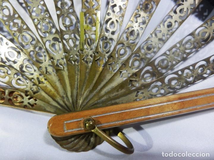 Antigüedades: Muy original abanico ca 1900 en madera, varillaje latón y país de seda - 23cms - Foto 9 - 87459628
