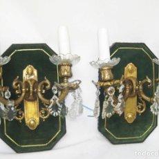 Antigüedades: LAMPARAS ANTIGUAS DE PARED APLIQUES IMPERIO CIRCA 1930 BRONCE CRISTAL SOBRE MADERA EN TERCIOPELO. Lote 87463716