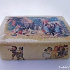 Antigüedades: LATA MUY ANTIGUA ESCENAS INFANTILES DE ÉPOCA CON MARCA MAOSILLY FRANCE MIDE 27 X 18 X 9. Lote 87491616