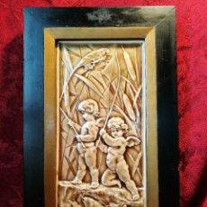 Antigüedades: AZULEJO PORCELANA ESMALTADA ESPAÑOLA S XIX,,,FIRMADO Y NUMERADO..QUERUBINES ANGELES ESCENA ROMANTICA. Lote 87538048