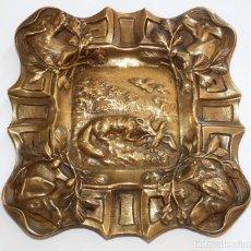 Antigüedades: CENICERO EN BRONCE CON MOTIVOS EN RELIEVE. Lote 87581008