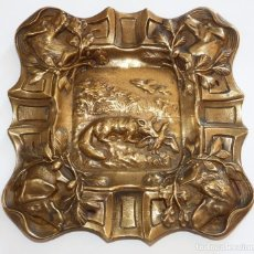 Antiquitäten - CENICERO EN BRONCE CON MOTIVOS EN RELIEVE - 87581008
