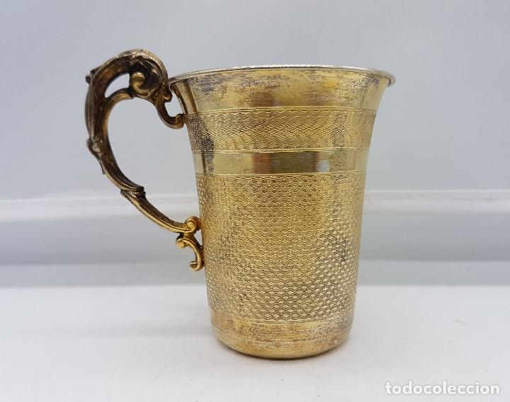 Antigüedades: Bella taza en plata de ley contrastada de estilo Victoriano bellamente cincelada a mano y repujada . - Foto 4 - 102837050