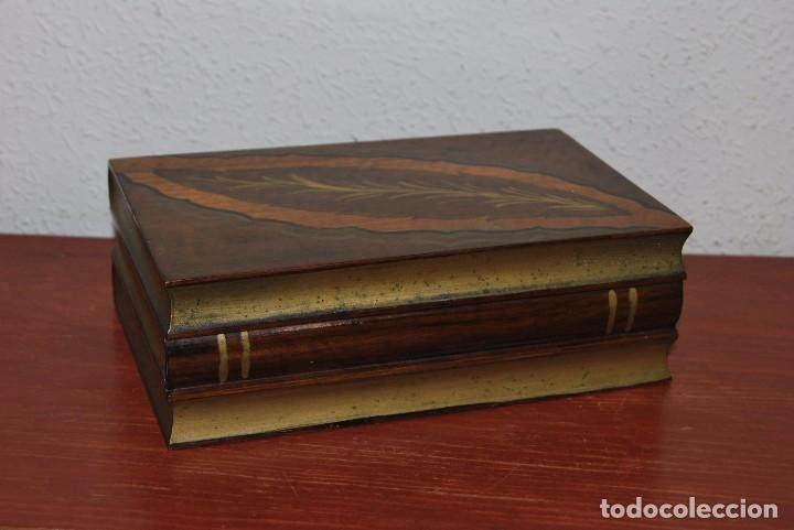 ANTIGUA CAJA DE MADERA IMITANDO LIBROS - TABAQUERA (Antigüedades - Hogar y Decoración - Cajas Antiguas)