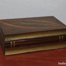 Antigüedades: ANTIGUA CAJA DE MADERA IMITANDO LIBROS - TABAQUERA. Lote 87595604