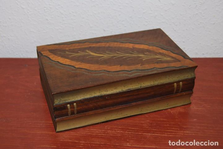 Antigüedades: ANTIGUA CAJA DE MADERA IMITANDO LIBROS - TABAQUERA - Foto 2 - 87595604