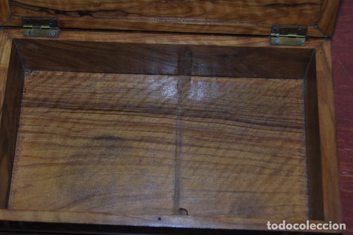 Antigüedades: ANTIGUA CAJA DE MADERA IMITANDO LIBROS - TABAQUERA - Foto 12 - 87595604