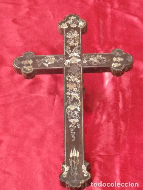 CRUZ FILIPINA CON INCRUSTACIONES DE NÁCAR. 46,5 CM. SIGLO XIX. (Antigüedades - Religiosas - Cruces Antiguas)