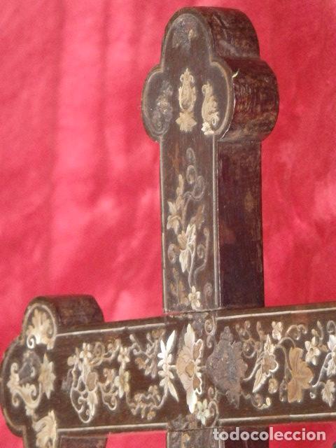 Antigüedades: Cruz filipina con incrustaciones de nácar. 46,5 cm. Siglo XIX. - Foto 3 - 87613588