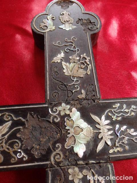 Antigüedades: Cruz filipina con incrustaciones de nácar. 46,5 cm. Siglo XIX. - Foto 4 - 87613588