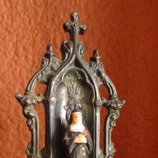 Antigüedades: ANTIGUA BENDITERA DE FAMAC CON IMAGEN DE SANTA TERESITA DE BARRO LA BENTITERA MIDE 16 CM.. Lote 87648800