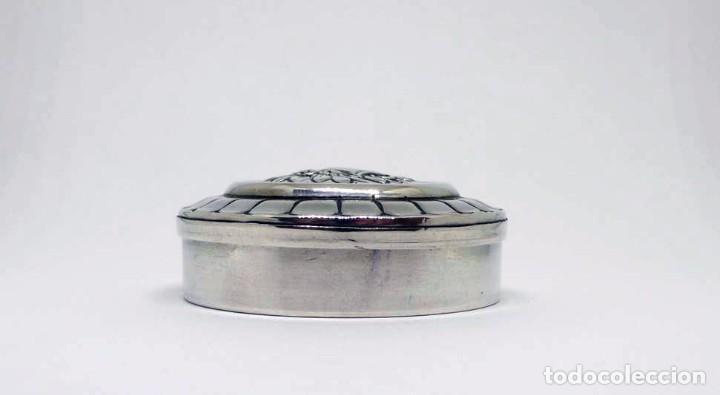 Antigüedades: Caja o pastillero de plata (con contraste) con decoración floral - Siglo XX - Foto 2 - 87661396
