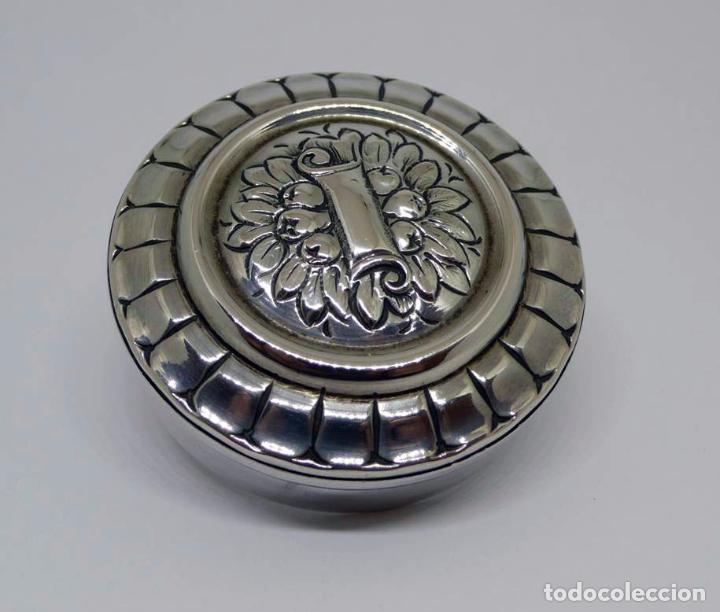 Antigüedades: Caja o pastillero de plata (con contraste) con decoración floral - Siglo XX - Foto 4 - 87661396