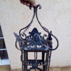 Antigüedades: FAROL ANTIGUO DE FORJA SACADO DE UN CORTIJO INCLUYE LOS CRISTALES VER IMÁGENES ES DE TAMAÑO GRANDE . Lote 87668620