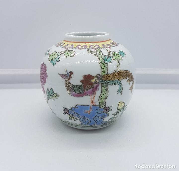 PRECIOSO JARRÓN ANTIGUO EN PORCELANA CHINA CON MOTIVOS DE PAVO REAL SELLADO. (Antigüedades - Hogar y Decoración - Jarrones Antiguos)