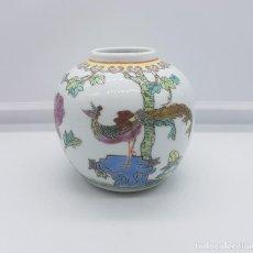 Antigüedades: PRECIOSO JARRÓN ANTIGUO EN PORCELANA CHINA CON MOTIVOS DE PAVO REAL SELLADO.. Lote 87670992