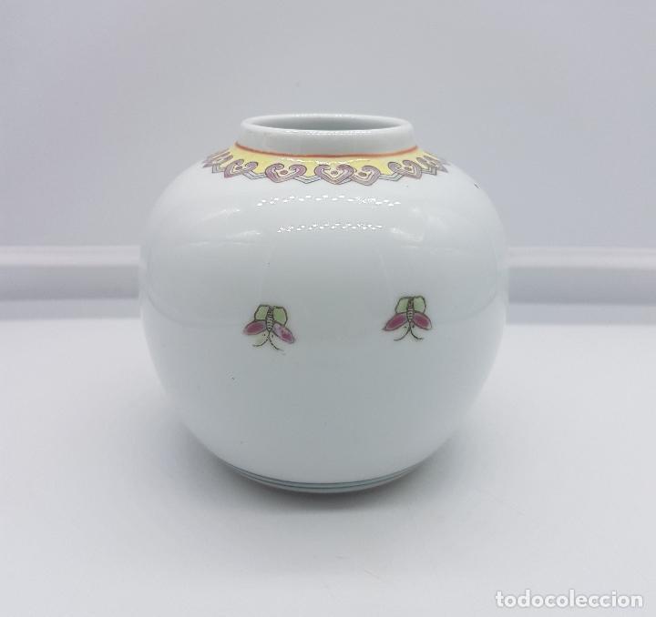Antigüedades: Precioso jarrón antiguo en porcelana china con motivos de pavo real sellado. - Foto 2 - 87670992