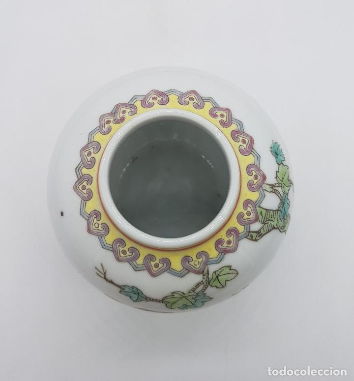 Antigüedades: Precioso jarrón antiguo en porcelana china con motivos de pavo real sellado. - Foto 4 - 87670992