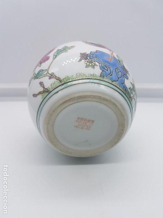 Antigüedades: Precioso jarrón antiguo en porcelana china con motivos de pavo real sellado. - Foto 5 - 87670992