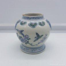 Antigüedades: JARRON ANTIGUO EN PORCELANA CHINA CON MOTIVOS DE PAJARITOS Y FLORES PINTADOS.. Lote 87671372