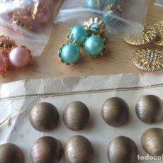 Antigüedades: ANTIGUOS BOTONES DE FANTASIA Y OTROS DE METAL - TOTAL 54 BOTONES. Lote 87671964