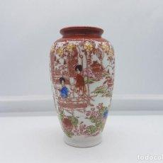 Antigüedades: PRECIOSO JARRÓN ANTIGUO EN PORCELANA CHINA DE CAOLIN PINTADO A MANO CON ESCENAS DE PAISAJES. SELLADO. Lote 87674904