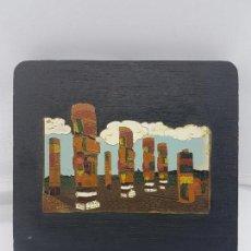 Antigüedades: ANTIGUA TABLA DE MADERA CON ESMALTES TIPO CLOISONNÉ DE LOS ATLANTES DE TULA HECHO EN MEXICO.. Lote 87675484