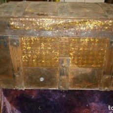 Antigüedades: BAUL ANTIGUO MADERA Y CHAPA PARA RESTAURAR. Lote 87684224